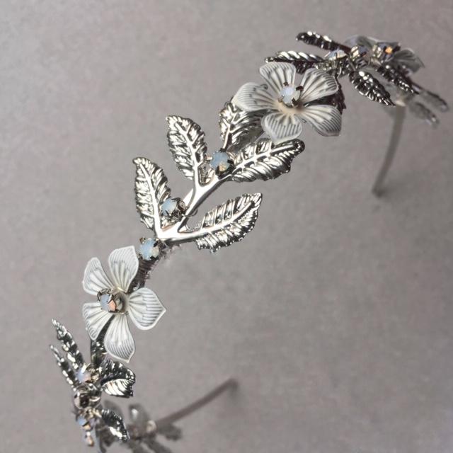 Posy metal flower and leaf low bridal tiara